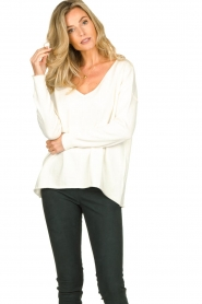 Blaumax |  V-neck sweater Fria | natural  | Picture 2
