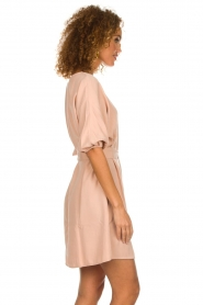 American Vintage |  Dress with ribbon around the waist Nala | nude pink  | Picture 5
