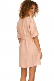 American Vintage |  Dress with ribbon around the waist Nala | nude pink  | Picture 6