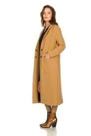 Kocca |  Long coat Dimity | camel  | Picture 5