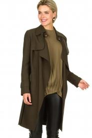 STUDIO AR BY ARMA |  Wrap coat Secillia | olive green  | Picture 2