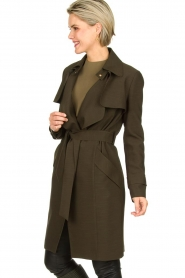 STUDIO AR BY ARMA |  Wrap coat Secillia | olive green  | Picture 4