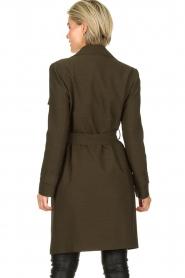 STUDIO AR BY ARMA |  Wrap coat Secillia | olive green  | Picture 5