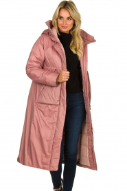 Krakatau |  Long padded coat Amery | pink  | Picture 2