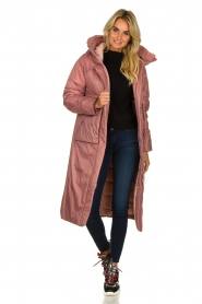 Krakatau |  Long padded coat Amery | pink  | Picture 3