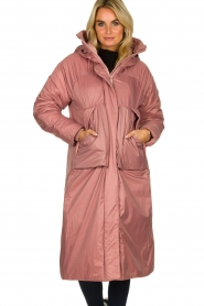 Krakatau |  Long padded coat Amery | pink  | Picture 4
