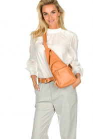 Est-Seven |  Leather shoulder bag Mirella | camel  | Picture 2