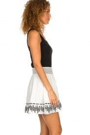 Aaiko |  Embroidered skirt Patna | white  | Picture 5