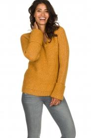 Knit-ted | Gebreide trui Balera | okergeel  | Afbeelding 2