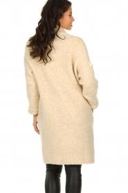 Knit-ted | Gebreid vest met knopen Babette | naturel  | Afbeelding 6