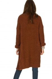 Knit-ted |  Knitted cardigan with buttons Babette | brown  | Picture 5