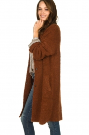 Knit-ted |  Knitted cardigan with buttons Babette | brown  | Picture 4