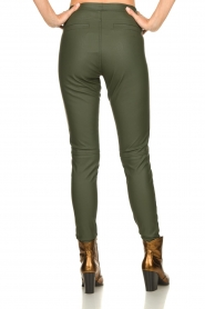 Knit-ted | Faux leather leggings Amber | green  | Picture 5