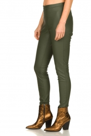 Knit-ted | Faux leather leggings Amber | green  | Picture 4
