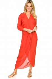 Rabens Saloner |  Maxi dress with pleats Kim | red  | Picture 2