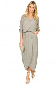 Rabens Saloner |  Maxi dress with pleats Kim | grey  | Picture 3