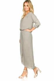 Rabens Saloner |  Maxi dress with pleats Kim | grey  | Picture 4