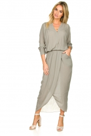 Rabens Saloner |  Maxi dress with pleats Kim | grey  | Picture 2