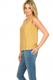 Knit-ted |  Sleeveless top with print Rose | gold  | Picture 4