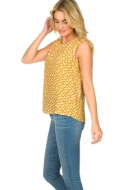 Knit-ted |  Sleeveless top with print Rose | gold  | Picture 5