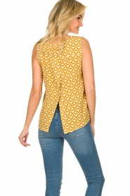 Knit-ted |  Sleeveless top with print Rose | gold  | Picture 6