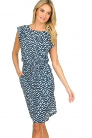 Knit-ted |  Blue printed dress Daisey | blue  | Picture 4