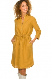 Knit-ted |  Linen dress Katja | gold  | Picture 2