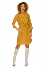 Knit-ted |  Linen dress Katja | gold  | Picture 3