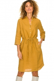 Knit-ted |  Linen dress Katja | gold  | Picture 4