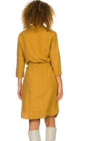 Knit-ted |  Linen dress Katja | gold  | Picture 6