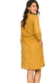 Knit-ted |  Linen dress Katja | gold  | Picture 7