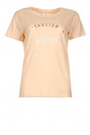 Knit-ted | T-shirt with text print Marian | pink  | Picture 1