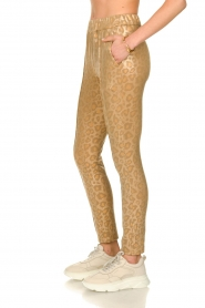 Sofie Schnoor |  Shiny leopard leggings Kaya | gold  | Picture 4