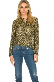 Sofie Schnoor |  Printed blouse Ciara | green  | Picture 2