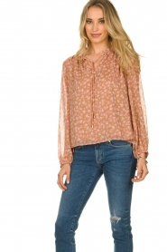 Sofie Schnoor |  Floral blouse Vilma | pink  | Picture 4