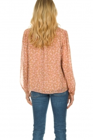 Sofie Schnoor |  Floral blouse Vilma | pink  | Picture 5