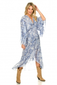 Misa Los Angeles |  Printed midi dress with butterfly sleeves Shadi | blue  | Picture 2