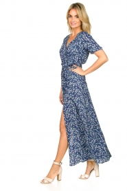 Freebird |  Maxi wrap dress with flower print Lilliana | blue  | Picture 4
