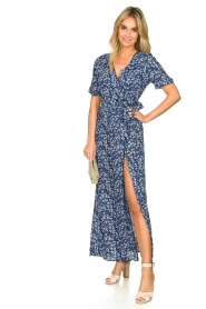 Freebird |  Maxi wrap dress with flower print Lilliana | blue  | Picture 3
