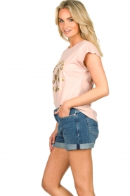 Sofie Schnoor |  T-shirt with print Nikoline | pink  | Picture 4