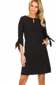 D-ETOILES CASIOPE |  Travelwear dress with sleeve details Therese | black  | Picture 3