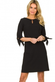 D-ETOILES CASIOPE |  Wrinkle-free stretch dress with sleeve details Therese | black  | Picture 4