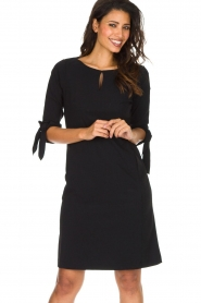 D-ETOILES CASIOPE |  Travelwear dress with sleeve details Therese | black  | Picture 7