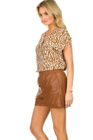 Ibana |  Brown leather short Feast | camel  | Picture 4