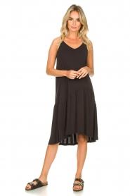Second Female | Mouwloze midi-jurk Rayes | zwart  | Afbeelding 3