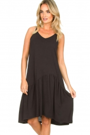 Second Female | Mouwloze midi-jurk Rayes | zwart  | Afbeelding 2