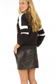 Zoe Karssen | Sweater Champ | zwart  | Afbeelding 5
