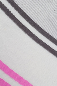 BVL | Sjaal Stripe | grijs en roze   | Afbeelding 4