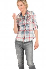 Dishe Jeans | Geruite studded blouse Rhiana | rood en blauw   | Afbeelding 2
