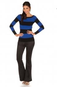 NIKKIE | Suéde look flare broek Leyla | zwart  | Afbeelding 3